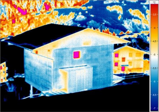 THermograph of straw bale building