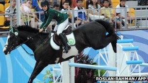 BBC News - London 2012 Olympics: Saudis allow women to compete